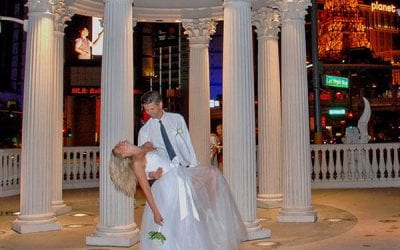 The Pros and Cons to Elope in Las Vegas – Infographic 101