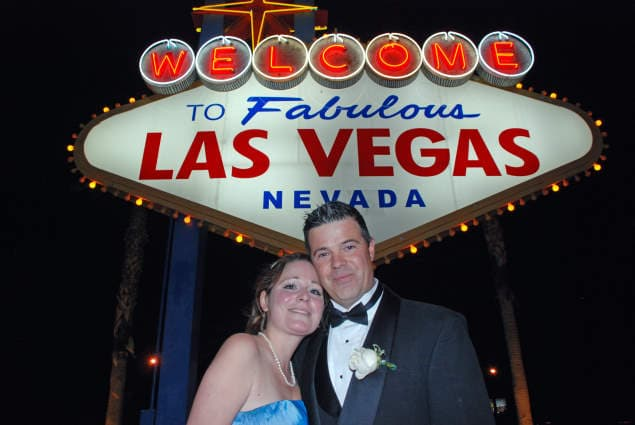 Vegas Sign wedding photo