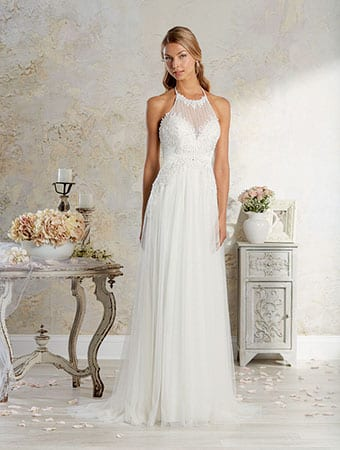 The retro halter style wedding dress