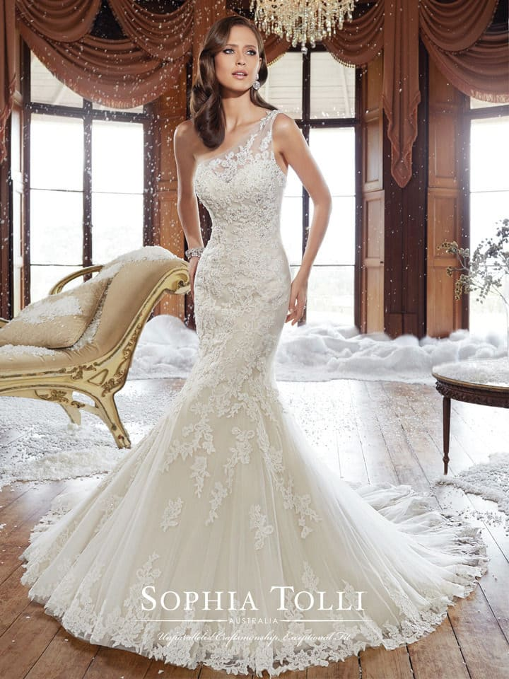 Bewitching one-shoulder wedding dress