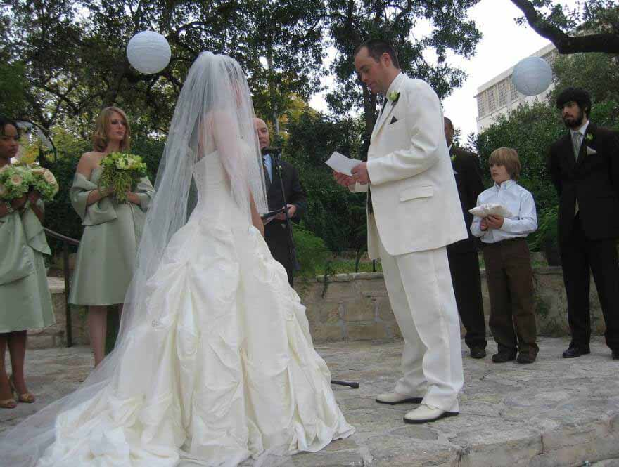 write wedding vows Without wedding vows there would not be a wedding the vows should actually be the focal point because they are used to bind the couple into marriage.