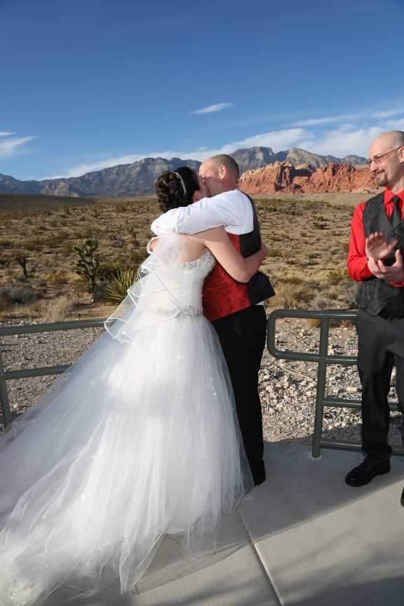 Red Rock Canyon Wedding Kiss