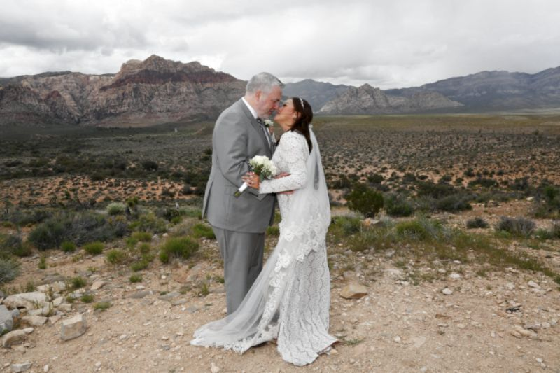 red rock wedding photo